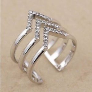 ✨SALE✨ Stella & Dot Silver space Chevron Ring